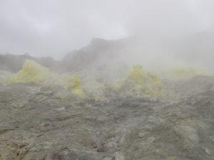 硫黄山 噴気孔