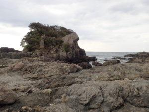 枕状溶岩の海岸