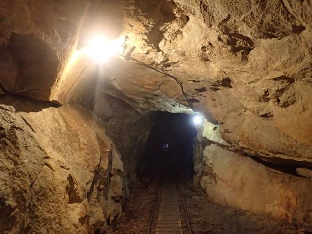 荒川登山口近くのトンネル