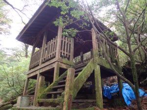 縄文杉を少し登ったところにある休憩所?