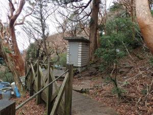 高塚小屋トイレ