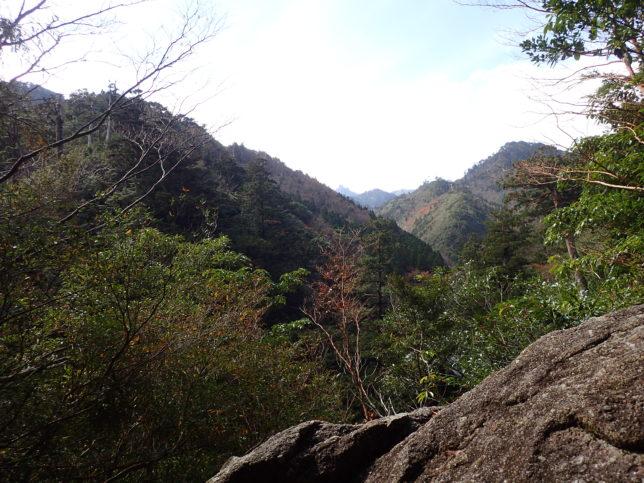 はるかに見える翁岳