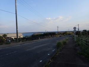 安房港へ向かう道