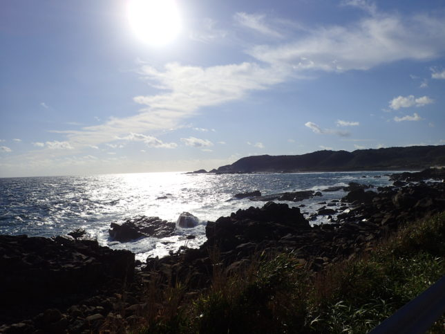 浦田海水浴場側から島北端を望む