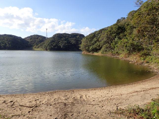 宝満神社からの宝満の池