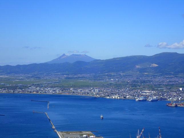 函館山から駒ケ岳を臨む