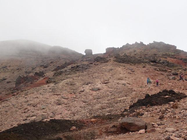 九合目からニセ金庫岩・金庫岩に向かう登山道