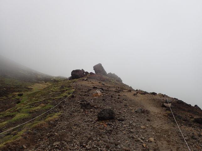 下山時に見えるニセ金庫岩