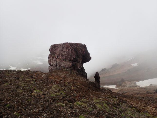 下山時に見える金庫岩