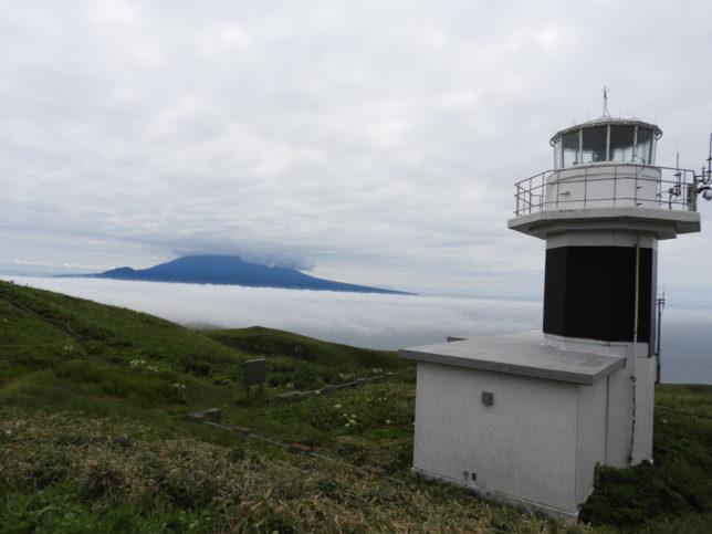 元地灯台から利尻岳を望む