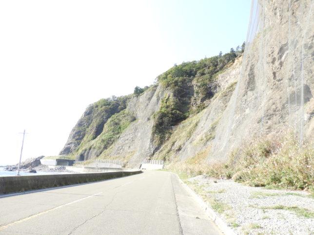 大正トンネルの先の岩壁