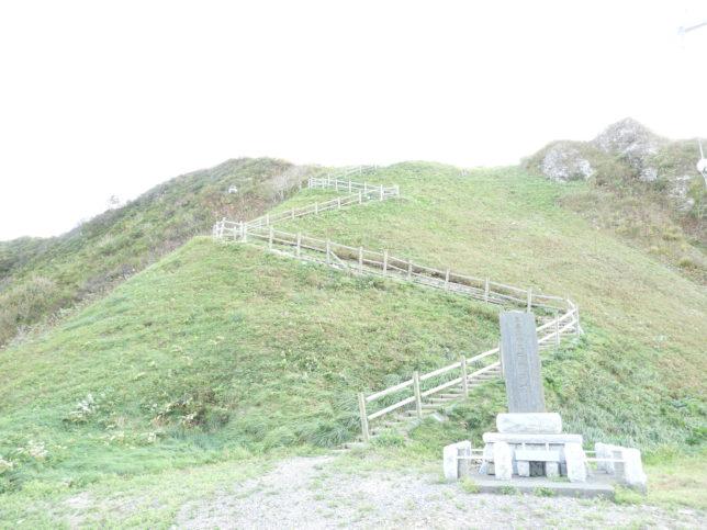 エンルム岬を登る階段