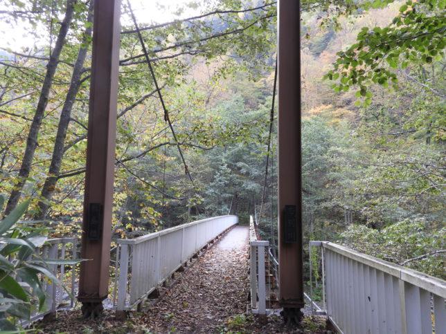 敷島の滝の途中にある吊り橋