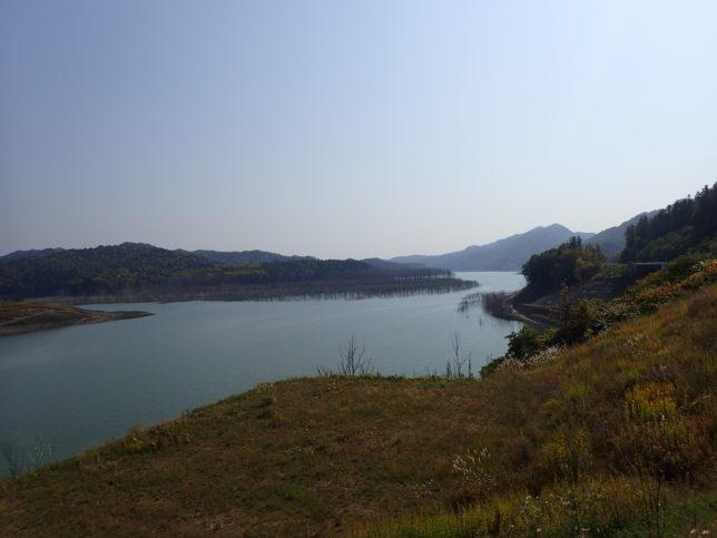 シューパロ湖下流側