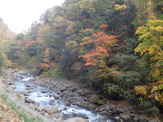 羽衣の滝に向かう途中の峡谷