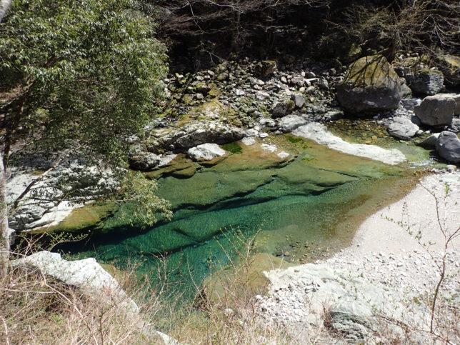 面河渓の入口付近の淵