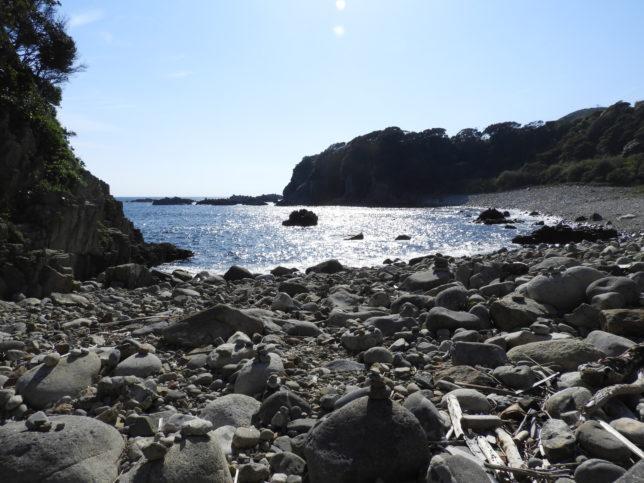 白山洞門の先の海岸