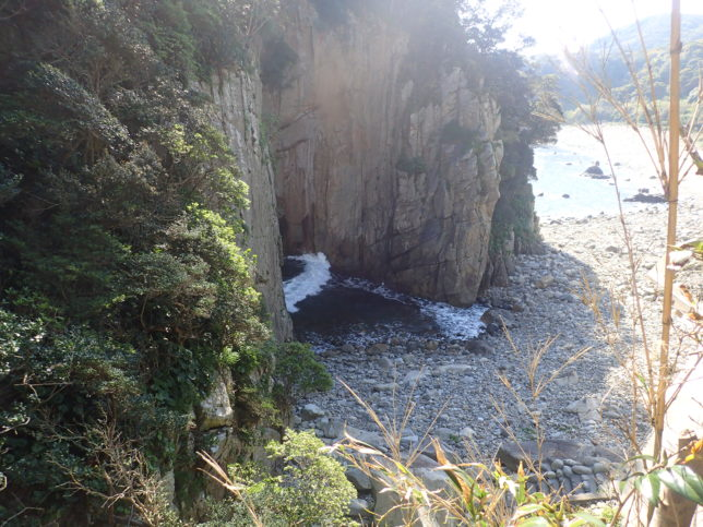 白山洞門へ降りる道から