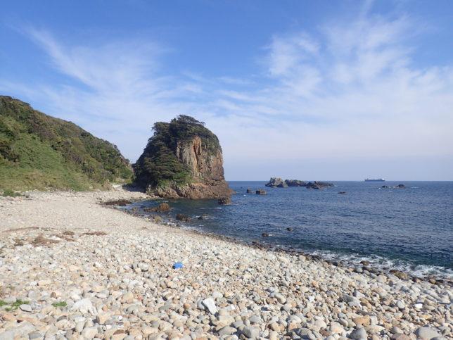 白山洞門のある岩