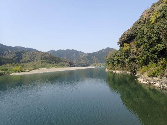 三里沈下橋からの景観