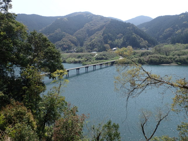 三里沈下橋遠景