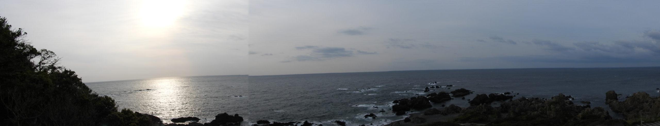 展望台から室戸岬を見下ろす