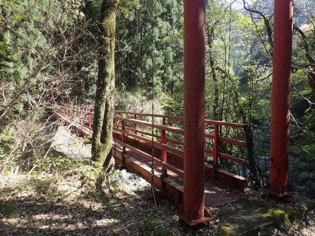 日比原川を渡る吊り橋
