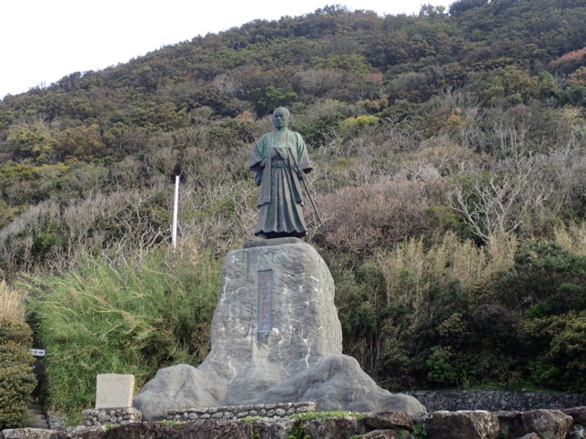 中岡慎太郎の像