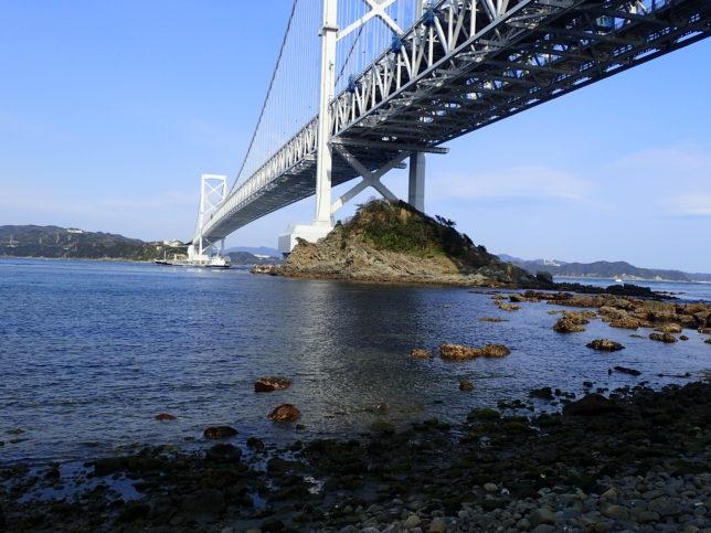 大鳴門橋を下から